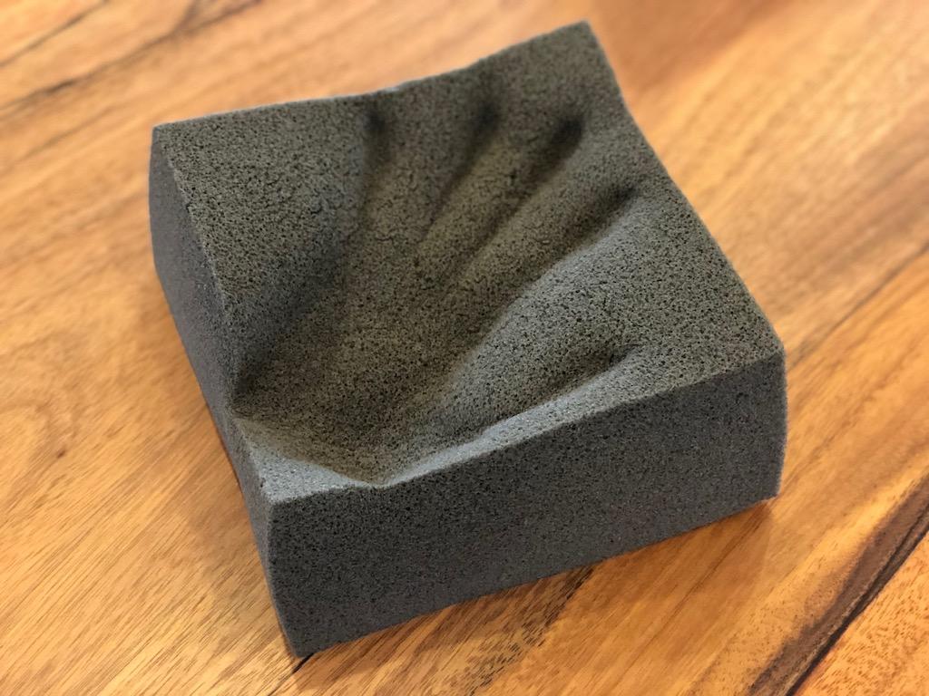 低反発ウレタンに残った手形