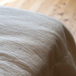シルクのふんわり薄掛布団(手引き真綿)